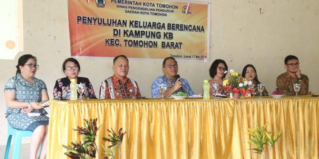 Penyuluhan KB oleh Badan Pengendalian Penduduk dan KB Kota Tomohon di Tara-Tara