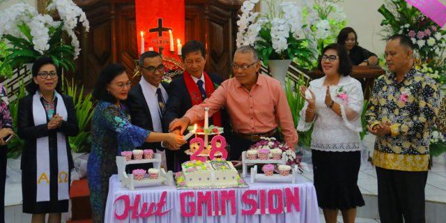 Syske Wongkar Wakili Walikota Hadiri HUT Ke-28 Jemaat GMIM Sion Woloan