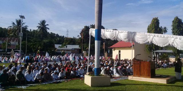 Polres dan Pemkab Minsel Bersama Umat Muslim Shalad Ied Idul Fitri di Halaman Mapolres Minsel